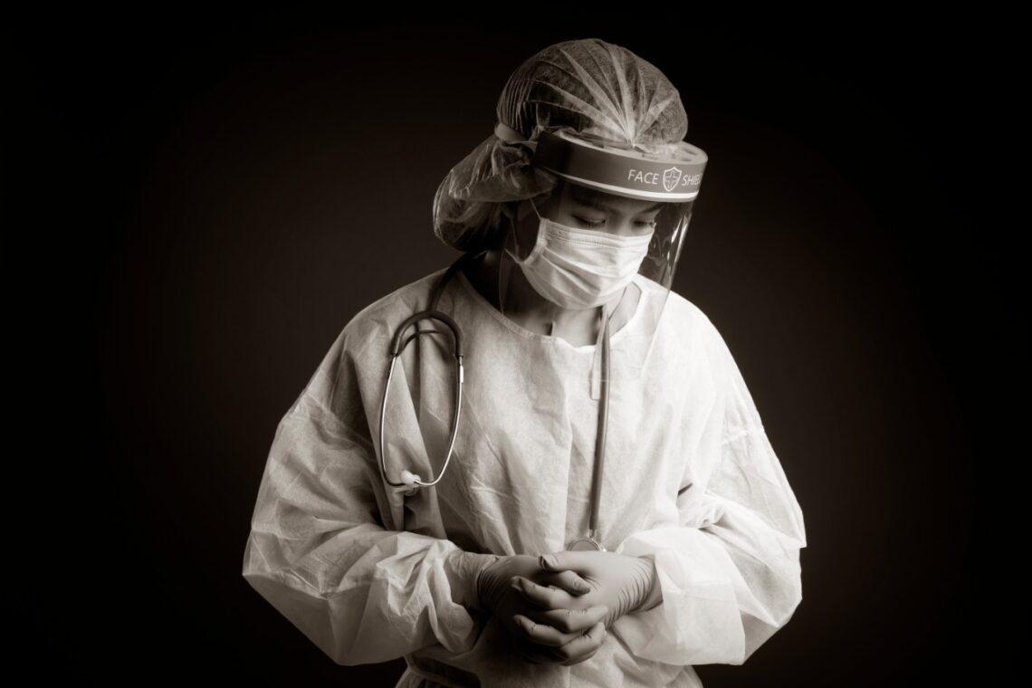 Благотворительный фонд #KustoHelp перечислил по 1 млн. тенге семьям медиков, погибших от коронавируса.